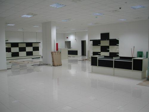Produzione e vendita arredamenti per negozi arredamento for Negozi arredamento messina