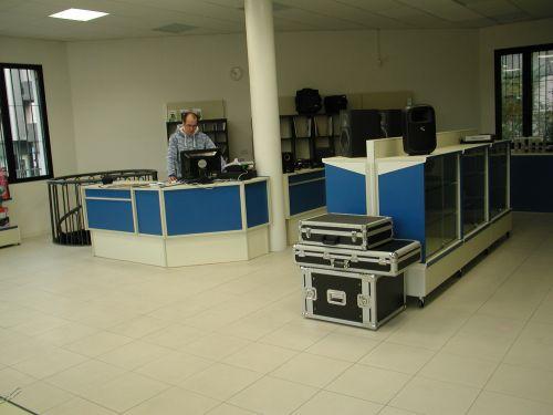 Produzione e vendita arredamenti per negozi. Arredamento (Padova)